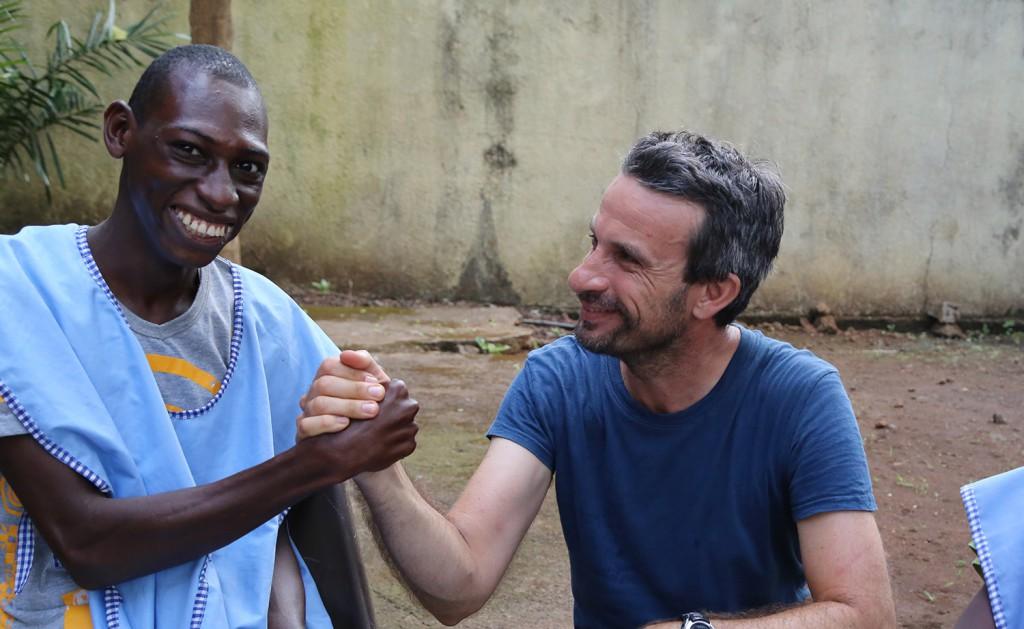 Thierry Barbaut en Novembre 2015 dans un centre de soins pour handicapés en Guinée Conakry